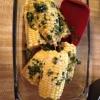 Cómo hacer de maíz en la mazorca con mantequilla picante Cilantro