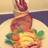 Cómo hacer sana y vegetariana sabrosa hamburguesa con patatas fritas zanahoria