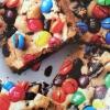 Cómo hacer Bares Loaded M & M de la galleta Oreo
