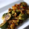 Cómo hacer Miso chamuscadas coles de Bruselas con Tofu Ahumado