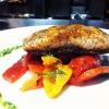 Cómo hacer Pan Fried salmón con ensalada Pimienta