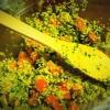 Cómo hacer quinua y pistacho Ensalada Con Pesto marroquí