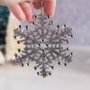Cómo hacer adornos brillantes del brillo del copo de nieve