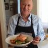 Cómo hacer al vapor salvaje rey salmón y ensalada de pastas caliente