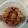 Cómo hacer vegano Peanut Butter dulces galletas de perro de la Papa