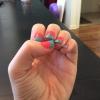 Cómo pintar las uñas coloridas
