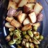 Cómo asar las coles de Bruselas y patatas sin esfuerzo