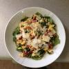 ¿Cómo hacer huevos revueltos W / espinacas y tomates secos